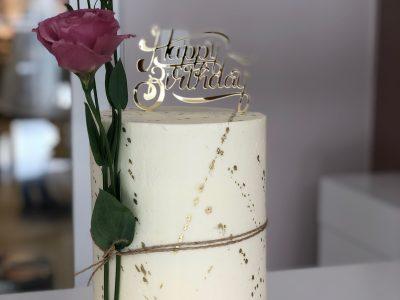 Você já ouviu falar dos Tall Cakes? A Opera Dolce faz essas obras de arte para suas comemorações