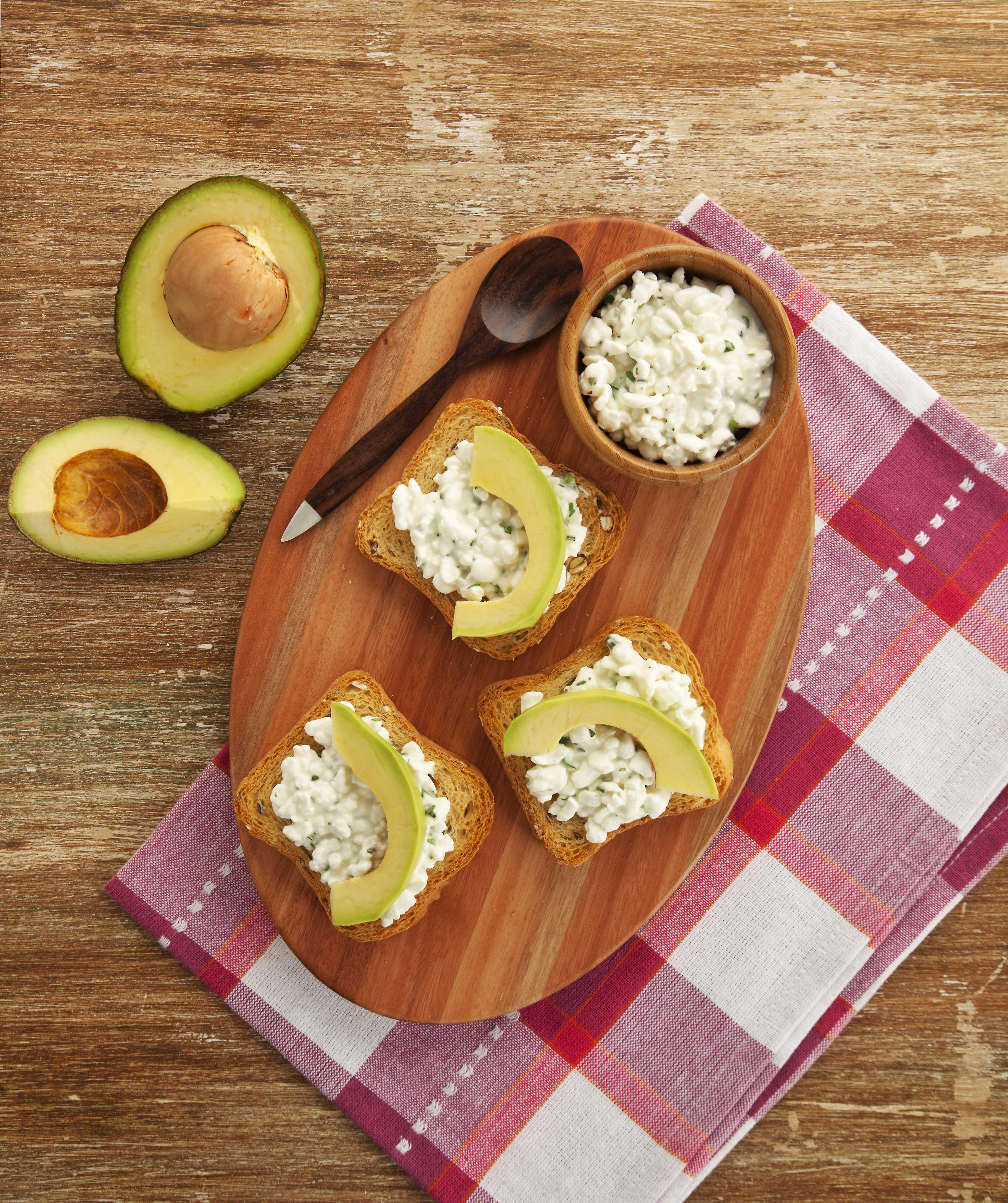 Receita de Crostini de Queijo Cotagge e Avocado