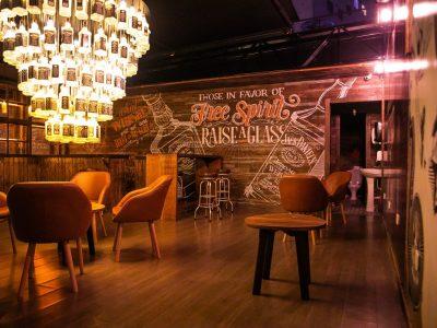 Novo bar curitibano une o gin ao whisky Jack Daniel's