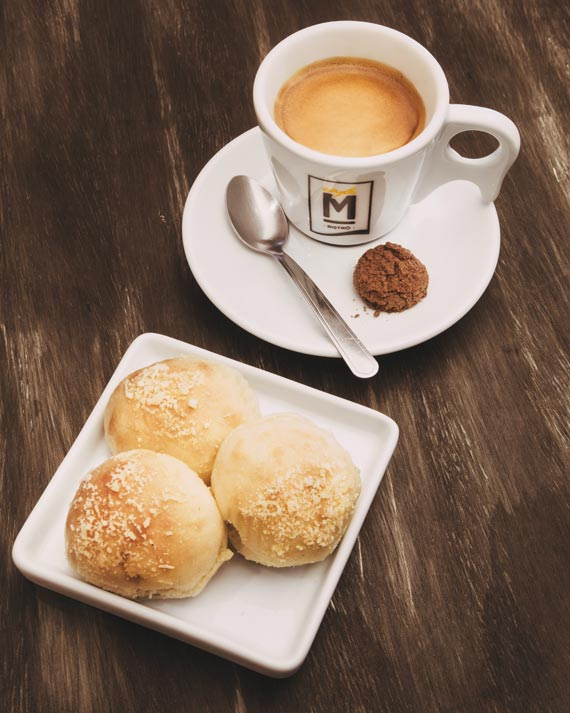 Espresso duplo + Pãozinho Delícia do Café Municipal Mercês para a Coffee Week Curitiba 2018