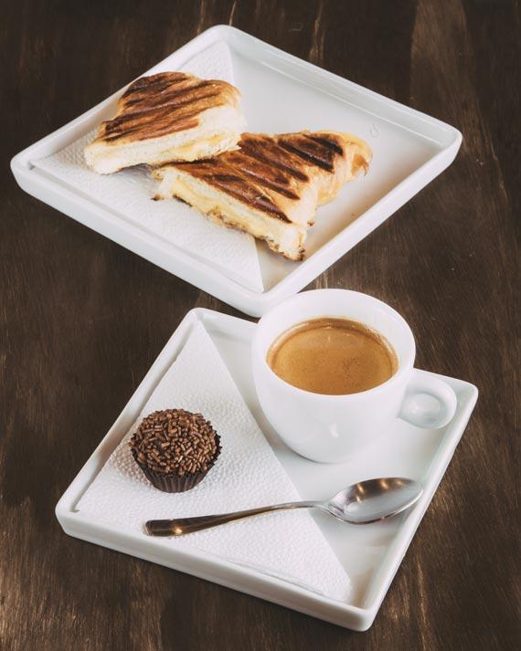 Espresso duplo + 1 Croissant quente + 1 Brigadeiro do Franck's Ultra Coffee para o festival Coffee Week Curitiba 2018