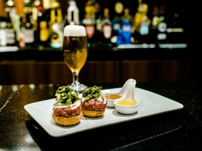 Lobby Bar do Grand Hotel Rayon aposta em drinks e snacks elaborados