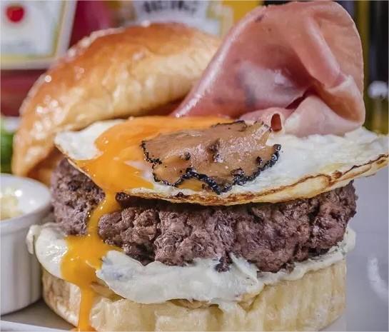 burger-fest-TartuferiaSanPaolo-Opção-BlackTruffleBurgeR-bem-em-curitiba-foto-divulgacao