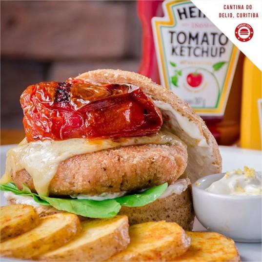 burger-fest-cantina-do-veio-opção-salmone-burguer-comer-bem-em-curitiba-foto-divulgacao