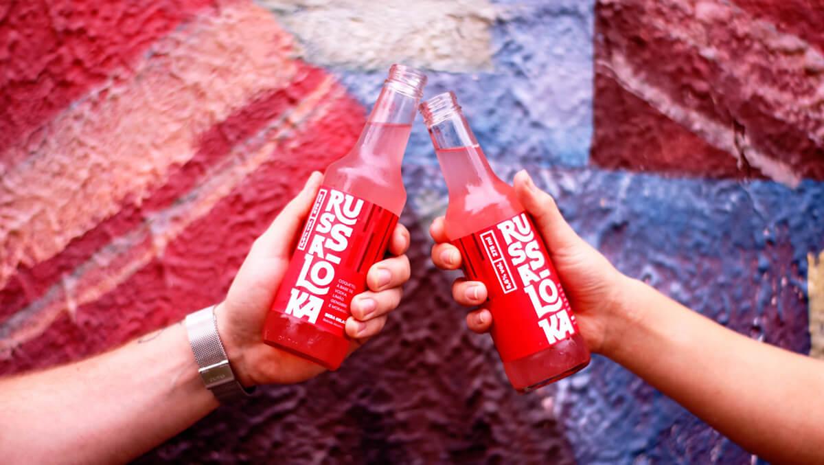 JanelaBar-drink-RussaLoka-versão-garrafa-comer-bem-em-curitiba-foto-divulgação (1)