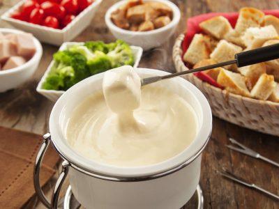Aprenda a fazer um prático e delicioso Fondue de Queijo
