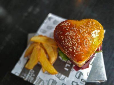 Valentine's Day no Chelsea tem burger em formato de coração